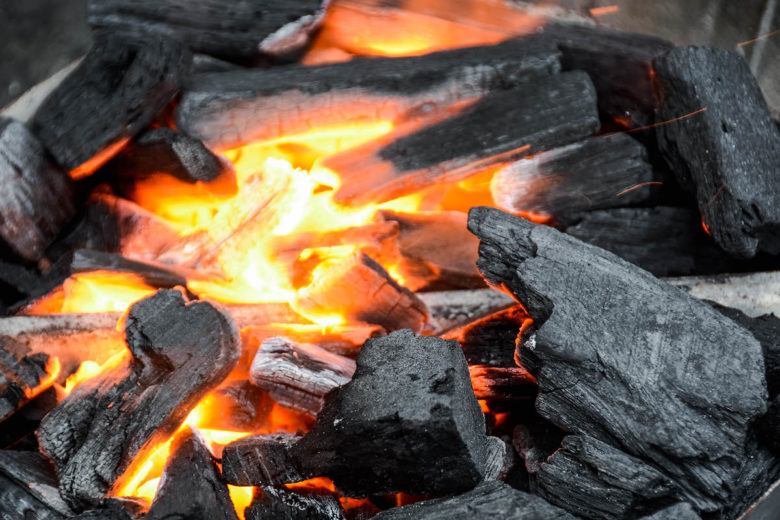 Anfeuern mit einem elektrischen Grillanzünder