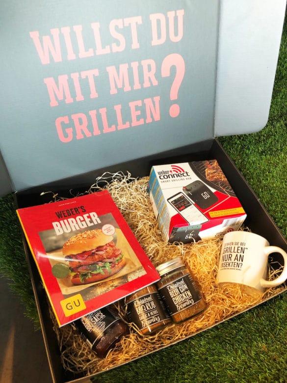 Geschenkboxen mit kreativ gefülltem Zubehör für den Grillfan - Geschenkideen zum Einpacken