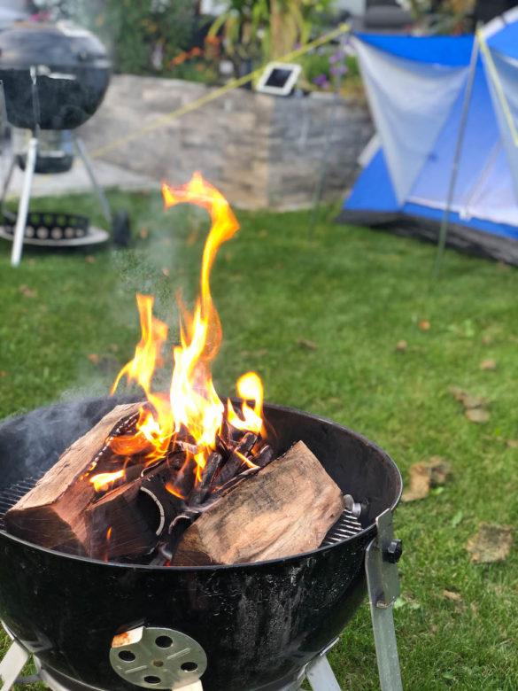 Grillen mit Kindern-  Lagerfeuer & Zelten im eigenen Garten - Abstand zwischen Feuer & Zelt