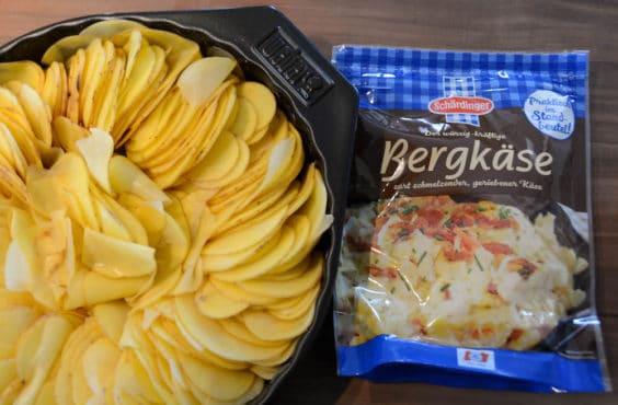 Kartoffelgratin in der Zubereitung